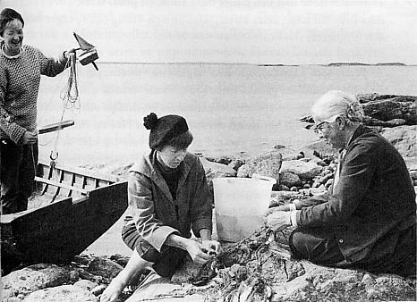 Tuulikki_Pietilä_Tove_Jansson_and_Signe_Hammarsten-Jansson_1956